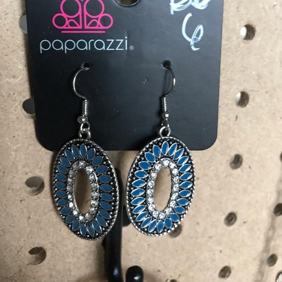 Oval teal blue stones & rhinestones earrings.